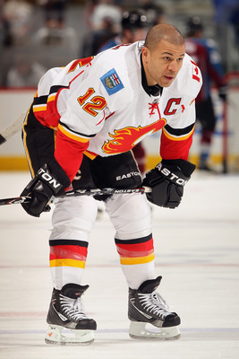 DENVER, CO - FEBRUARY 14:  Jerome Iginla #12 of the Calgary Flames warms up prior to facing the Colorado Avalanche at the Pepsi Center on February 14, 2011 in Denver, Colorado.  (Photo by Doug Pensinger/Getty Images)