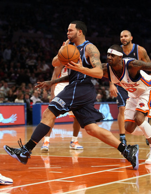 NEW YORK - NOVEMBER 09: Deron Williams #8 of the Utah Jazz drives to the basket against the New York Knicks at Madison Square Garden on November 9, 2009 in New York City.  NOTE TO USER: User expressly acknowledges and agrees that, by downloading and/or us