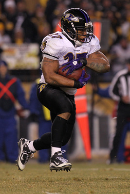 PITTSBURGH, PA - JANUARY 15:  Running back Ray Rice #27 of the Baltimore Ravens rushes against the Pittsburgh Steelers in the AFC Divisional Playoff Game at Heinz Field on January 15, 2011 in Pittsburgh, Pennsylvania.  (Photo by Nick Laham/Getty Images)