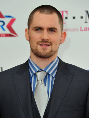 LOS ANGELES, CA - FEBRUARY 20:  NBA Kevin Love arrives to the T-Mobile Magenta Carpet at the 2011 NBA All-Star Game on February 20, 2011 in Los Angeles, California.  (Photo by Alberto E. Rodriguez/Getty Images)