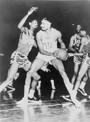 442px-wilt_chamberlain_bill_russell_display_image