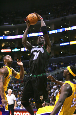 LOS ANGELES - MARCH 15: Kevin Garnett #21 of the Minnesota Timberwolves shoots against the Los Angeles Lakers during the game at the Staples Center on March 15, 2006 in Los Angeles, California. The Lakers won 92-89.  NOTE TO USER: User expressly acknowled