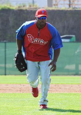 CLEARWATER, FL - FEBRUARY 19: Infielder Ryan Howard #6 of the Philadelphia Phillies runs for an infielder ball during a spring training workout February 19, 2011 the Carpenter Complex at Bright House Field in Clearwater, Florida. (Photo by Al Messerschmid