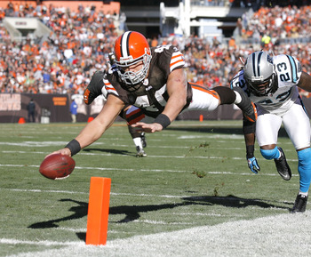 CLEVELAND - NOVEMBER 28:  Running back Peyton Hillis #40 of the Cleveland Browns scores a touchdown in front of safety Sherrod Martin #23 of the Carolina Panthers at Cleveland Browns Stadium on November 28, 2010 in Cleveland, Ohio.  (Photo by Matt Sulliva