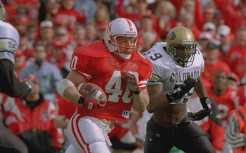 29 OCT 1994:  NEBERASKA FULLBACK CORY SCHLESINGER, 40, HEADS DOWN FIELD TO START THE SECOND QUARTER AS COLORADO''S GREG JONES PURSUES DURING NEBRASKA 24-7 VICTORY COLORADO AT MEMORIAL STADIUM IN LINCOLN, NEBRASKA. Mandatory Credit: Todd Rosenberg/ALLSPORT
