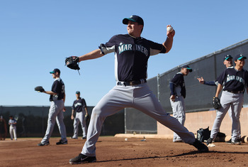 PEORIA, AZ - FEBRUARY 15:  Pitcher Luke French (R) #25 of the Seattle Mariners throws during a MLB spring training practice at Peoria Stadium on February 15, 2011 in Peoria, Arizona.  (Photo by Christian Petersen/Getty Images)