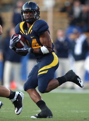BERKELEY, CA - NOVEMBER 14:  Shane Vereen #34 of the California Golden Bears runs against the Arizona Wildcats at California Memorial Stadium on November 14, 2009 in Berkeley, California.  (Photo by Jed Jacobsohn/Getty Images)