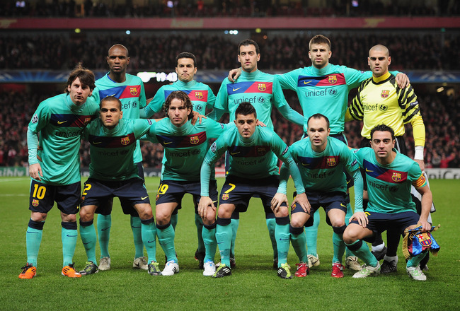 LONDON, ENGLAND - FEBRUARY 16:  The Barcelona team poses prior to the UEFA Champions League round of 16 first leg match between Arsenal and Barcelona at the Emirates Stadium on February 16, 2011 in London, England.  (Photo by Shaun Botterill/Getty Images)