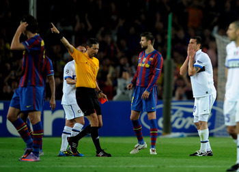 BARCELONA, SPAIN - APRIL 28: Thiago Motta of Inter Milan is sent off by referee Franck De Bleeckere during the UEFA Champions League Semi Final Second Leg match between Barcelona and Inter Milan at Camp Nou on April 28, 2010 in Barcelona, Spain.  (Photo b