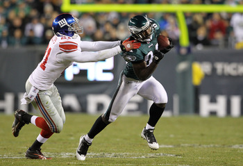PHILADELPHIA, PA - NOVEMBER 21: Jason Avant #81 of the Philadelphia Eagles runs down field against Kenny Phillips #21 of the New York Giants at Lincoln Financial Field on November 21, 2010 in Philadelphia, Pennsylvania.  (Photo by Michael Heiman/Getty Ima