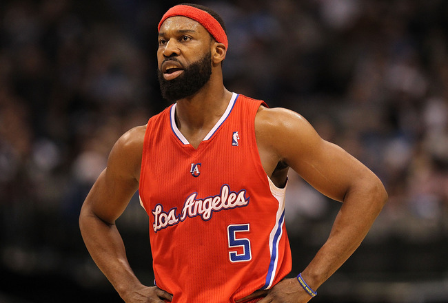 DALLAS, TX - JANUARY 25:  Baron Davis #5 of the Los Angeles Clippers at American Airlines Center on January 25, 2011 in Dallas, Texas.  NOTE TO USER: User expressly acknowledges and agrees that, by downloading and or using this photograph, User is consent