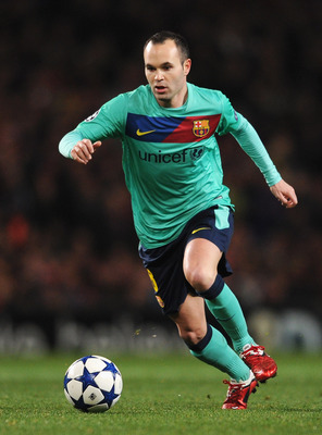 LONDON, ENGLAND - FEBRUARY 16: Andres Iniesta of Barcelona in action during the UEFA Champions League round of 16 first leg match between Arsenal and Barcelona at the Emirates Stadium on February 16, 2011 in London, England.  (Photo by Jasper Juinen/Getty