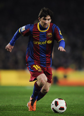 BARCELONA, SPAIN - FEBRUARY 20:  Lionel Messi of FC Barcelona runs with the ball during the La Liga match between FC Barcelona and Athletic Bilbao at Camp Nou on February 20, 2011 in Barcelona, Spain. Barcelona won 2-1.  (Photo by David Ramos/Getty Images