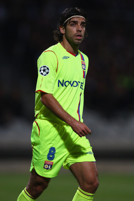 LYON, FRANCE - SEPTEMBER 17:  Juninho of Lyon during the UEFA Champions League Group F match between Lyon and Fiorentina at the Stade de Gerland on September 17, 2008 in Lyon, France.  (Photo by Michael Steele/Getty Images)