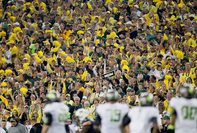 GLENDALE, AZ - JANUARY 10:  Oregon Ducks fans attend their Tostitos BCS National Championship Game against the Auburn Tigers at University of Phoenix Stadium on January 10, 2011 in Glendale, Arizona.  (Photo by Kevin C. Cox/Getty Images)