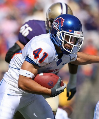 SEATTLE - SEPTEMBER 08:  Running back Ian Johnson #41 of the Boise State Broncos rushes against the Washington Huskies at Husky Stadium on September 8, 2007 in Seattle, Washington. The Huskies defeated the Broncos 24-10.  (Photo by Otto Greule Jr/Getty Im