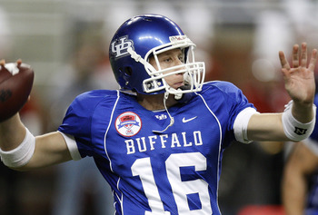 DETROIT - DECEMBER 05:  Drew Willy #16 of the Buffalo Bulls throws a pass while playing the Ball State Cardinals during the second quarter of the MAC Championship game on December 5, 2008 at Ford Field in Detroit, Michigan.  (Photo by Gregory Shamus/Getty