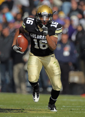 BOULDER, CO - NOVEMBER 20:  Wide receiver Will Jefferson #16 of the Colorado Buffaloes makes a reception and eludes the Kansas State Wildcats defense at Folsom Field on November 20, 2010 in Boulder, Colorado.  (Photo by Doug Pensinger/Getty Images)