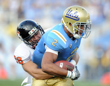 PASADENA, CA - NOVEMBER 06:  Anthony Barr #2 of the UCLA Bruins attempts to break free from Suaesi Tuimaunei #28 of the Oregon State Beavers at the Rose Bowl on November 6, 2010 in Pasadena, California.  (Photo by Harry How/Getty Images)