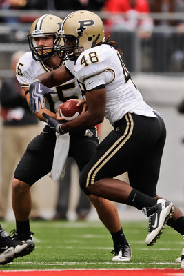 COLUMBUS, OH - OCTOBER 23:  Jared Crank #48 of the Purdue Boilermakers takes a hand off from Rob Henry #15 of the Purdue Boilermakers against the Ohio State Buckeyes at Ohio Stadium on October 23, 2010 in Columbus, Ohio.  (Photo by Jamie Sabau/Getty Image