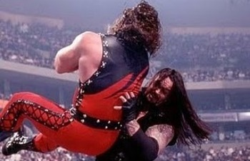 Old-undertaker-and-kane-figthing-pictures-2_display_image_display_image