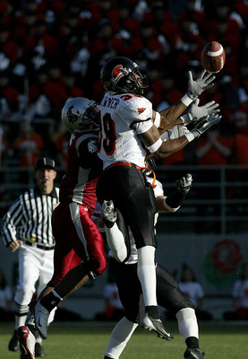 PULLMAN, WA - OCTOBER 25:  Brandon Browner #39 of the Oregon State University Beavers makes an interception against the Washington State University Cougars October 25, 2003 at Martin Stadium in Pullman, Washington.  (Photo by Jonathan Ferrey/Getty Images)
