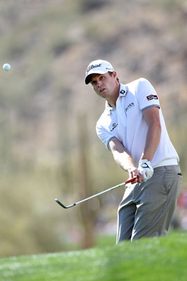 MARANA, AZ - FEBRUARY 25:  Nick Watney chips on the 15th hole during the third round of the Accenture Match Play Championship at the Ritz-Carlton Golf Club on February 25, 2011 in Marana, Arizona.  (Photo by Sam Greenwood/Getty Images)