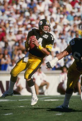 9 Oct 1988:  Quarterback Todd Blackledge of the Pittsburgh Steelers in action during a game against the Phoenix Cardinals at Sun Devil Stadium in Tempe, Arizona.  The Cardinals won the game 31-14. Mandatory Credit: Tim de Frisco  /Allsport