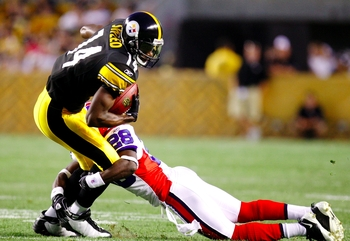 PITTSBURGH - AUGUST 29: Wide Reciever Limas Sweed #14 of the Pittsburgh Steelers makes the catch  against corner back Leodis McKelvin #28 of the Buffalo Bills at Heinz Field on August 29, 2009 in Pittsburgh, Pennsylvania. (Photo by Gregory Shamus/Getty Im