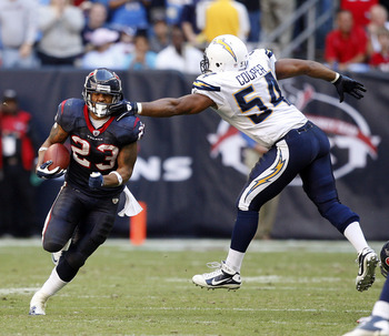 HOUSTON - NOVEMBER 07:  Running back Arian Foster #23 of the Houston Texans rushes past  Stephen Cooper #54 of the San Diego Chargers at Reliant Stadium on November 7, 2010 in Houston, Texas.  (Photo by Bob Levey/Getty Images)