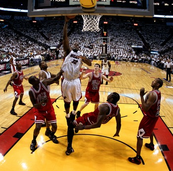 MIAMI - APRIL 27: Shaquille O'Neal #32 of the Miami Heat shoots over Ben Wallace #3 of the Chicago Bulls in Game Three of the Eastern Conference Quarterfinals during the 2007 NBA Playoffs at American Airlines Arena on April 27, 2007 in Miami, Florida. NOT