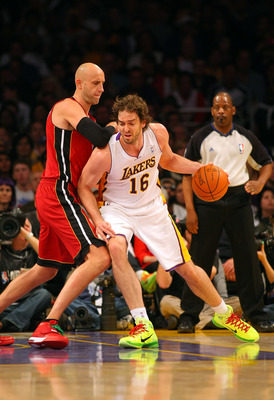 LOS ANGELES, CA - DECEMBER 25:  Pau Gasol #16 of the Los Angeles Lakers dribbles to the basket against Zydrunas Ilgauskas #11 of the Miami Heat during the NBA game at Staples Center on December 25, 2010 in Los Angeles, California. The Heat defeated the La