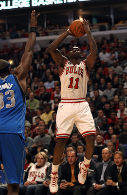 CHICAGO, IL - JANUARY 20: Ronnie Brewer #11 of the Chicago Bulls shoots over Brendan Haywood #33 of the Dallas Mavericks at the United Center on January 20, 2011 in Chicago, Illinois. The Bulls defeated the Mavericks 82-77. NOTE TO USER: User expressly ac