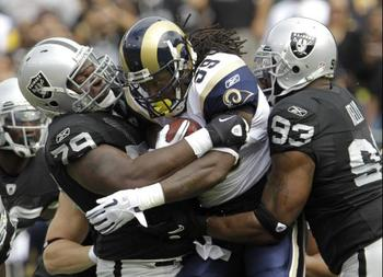 Oakland_raiders-vs-st-louis-rams_display_image