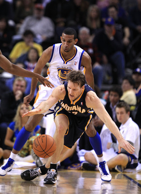 OAKLAND, CA - JANUARY 19:  Mike Dunleavy #17 of the Indiana Pacers looses the ball while guarded by Brandan Wright #32 of the Golden State Warriors at Oracle Arena on January 19, 2011 in Oakland, California.  NOTE TO USER: User expressly acknowledges and