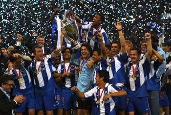 GELSENKIRCHEN, GERMANY - MAY 26:  FC Porto players celebrate winning the Champions League during the UEFA Champions League Final match between AS Monaco and FC Porto at the AufSchake Arena on May 26, 2004 in Gelsenkirchen, Germany.  (Photo by Stuart Frank