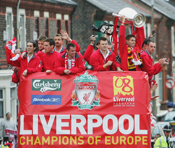 LIVERPOOL, ENGLAND - MAY 26:  Steven Gerrard holds the trophy aloft during the homecoming victory parade through the streets of Liverpool on May 26, 2005 in Liverpool, England.  Liverpool defeated AC Milan in a penalty shoot out 3-2 to win the UEFA Champi