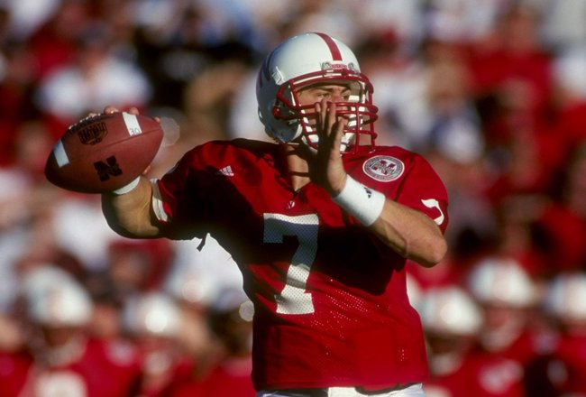 27 Nov 1998: Eric Crouch #7 of the Nebraska Cornhuskers throws during a game against the Colorado Buffalos at Memorial Stadium in Lincoln, Nebraska. Nebraska defeated Colorado 16-14. Mandatory Credit: Matthew Stockman  /Allsport