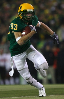EUGENE,OR - DECEMBER 03:  Wide receiver Jeff Maehl #23 of the Oregon Ducks runs with the ball after a catch against the Oregon State Beavers at Autzen Stadium on December 3, 2009 in Eugene, Oregon.  (Photo by Tom Hauck/Getty Images)