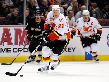 ANAHEIM, CA - NOVEMBER 23:  Olli Jokinen #21 of the Calgary Flames in action against Anaheim Ducks during the NHL game at the Honda Center on November 23, 2009 in Anaheim, California.  (Photo by Kevork Djansezian/Getty Images)