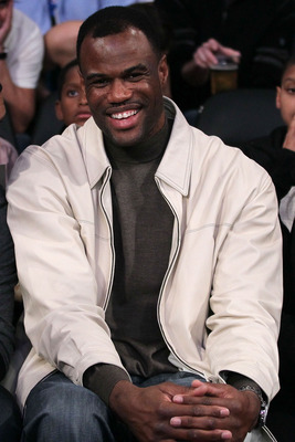 LOS ANGELES, CA - FEBRUARY 19:  NBA legend David Robinson smiles as he attends NBA All-Star Saturday night presented by State Farm at Staples Center on February 19, 2011 in Los Angeles, California.  (Photo by Jeff Gross/Getty Images)