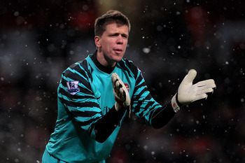 LONDON, ENGLAND - NOVEMBER 30:  Wojciech Szczesny of Arsenal gestures during the Carling Cup quarter final match between Arsenal and Wigan Athletic at the Emirates Stadium on November 30, 2010 in London, England.  (Photo by Clive Rose/Getty Images)