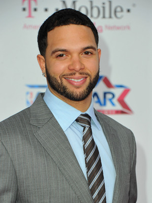 LOS ANGELES, CA - FEBRUARY 20:  NBA player Deron Williams arrives to the T-Mobile Magenta Carpet at the 2011 NBA All-Star Game on February 20, 2011 in Los Angeles, California.  (Photo by Alberto E. Rodriguez/Getty Images)