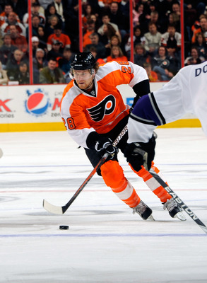 PHILADELPHIA - FEBRUARY 13: Claude Giroux #21 of the Philadelphia Flyers in action during a game against the Los Angeles Kings on February 13, 2011 at the Wells Fargo Center in Philadelphia, Pennsylvania.  (Photo by Lou Capozzola/Getty Images)