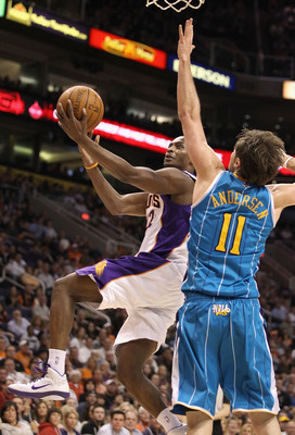 PHOENIX, AZ - JANUARY 30:  Zabian Dowdell #22 of the Phoenix Suns drives the ball to the basket past David Andersen #11 of the New Orleans Hornets during the NBA game at US Airways Center on January 30, 2011 in Phoenix, Arizona.  The Suns defeated the Hor