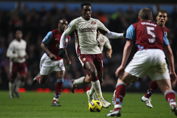 BIRMINGHAM, ENGLAND - JANUARY 05:  Danny Welbeck of Sunderland closed down by Richard Dunne of Aston Villa during the Barclays Premier League match between Aston Villa and Sunderland at Villa Park on January 5, 2011 in Birmingham, England.  (Photo by Mich