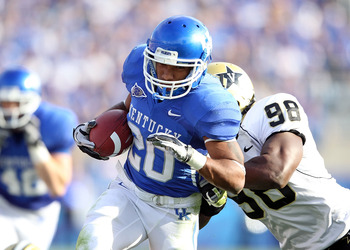 LEXINGTON, KY - NOVEMBER 13: Derrick Locke #20 of the Kentucky Wildcats runs with the ball while defended by Johnell Thomas #98 of the Vanderbilt Commodores during the game at Commonwealth Stadium on November 13, 2010 in Lexington, Kentucky. Kentucky won