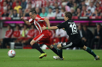 MUNICH, GERMANY - AUGUST 20:  Franck Ribery of Bayern is chased by Peter Pekarik of Wolfsburg during the Bundesliga match between FC Bayern Muenchen and VfL Wolfsburg at Allianz Arena on August 20, 2010 in Munich, Germany.  (Photo by Clive Brunskill/Getty