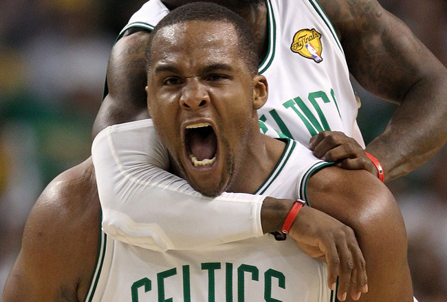 BOSTON - JUNE 10:  Glen Davis #11 and Nate Robinson #4 of the Boston Celltics react in the fourth quarter against the Los Angeles Lakers during Game Four of the 2010 NBA Finals on June 10, 2010 at TD Garden in Boston, Massachusetts. NOTE TO USER: User exp