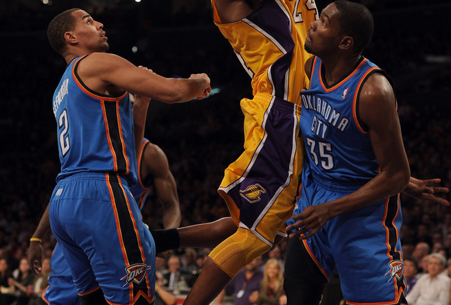 LOS ANGELES, CA - JANUARY 17:  Kobe Bryant #24 of the Los Angeles Lakers goes in for a layup past Thabo Sefolosha #2 and Kevin Durant #35 of the Oklahoma City Thunder at the Staples Center on January 17, 2011 in Los Angeles, California.  (Photo by Harry H
